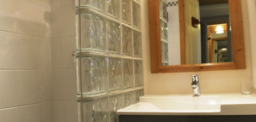 France_valmorel_chalet_valeriane_bathroom.jpg